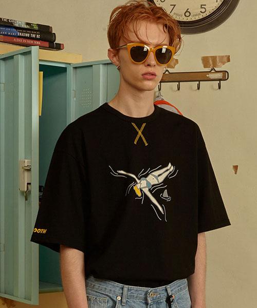 *MAINBOOTH*バックストロークTシャツ(ブラック)