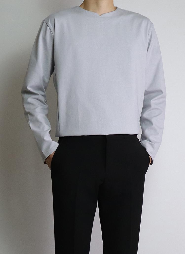 Vカットロングスリーブシャツ