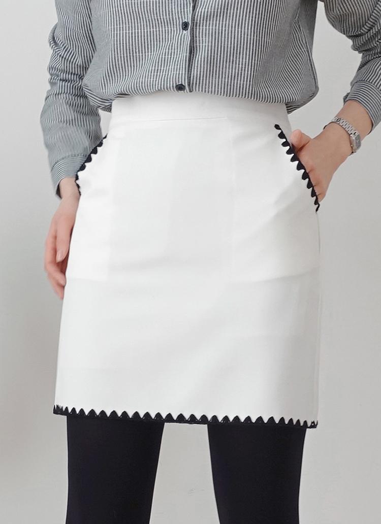 刺繍ディテールミニスカート・全2色