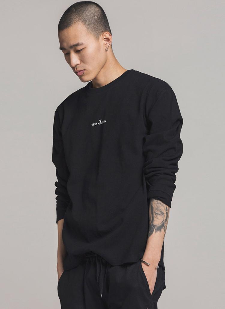 *Verynineflux*シグネチャーロゴプリントTシャツ(ブラック)