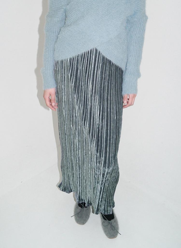 プリーツベロアロングスカート