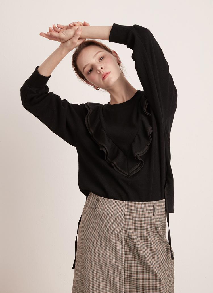 ボリュームラッフルTシャツ(ブラック)