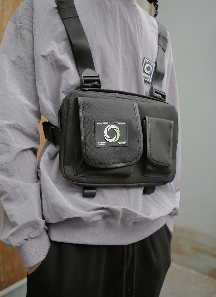 ロゴパットフラップポケットバッグ(ブラック)
