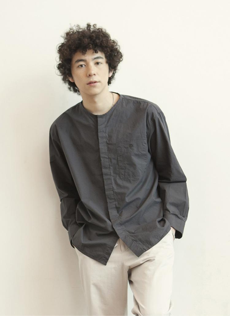 ヒドゥンボタンカラーレスシャツ(チャコール)