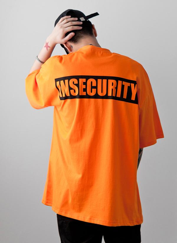 INSECURITYロゴオーバーTシャツ
