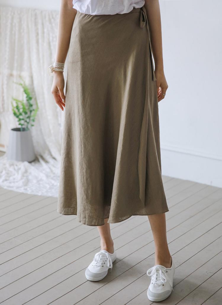 サイドストラップフレアラップスカート
