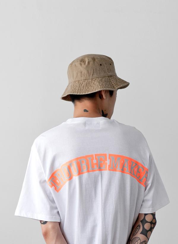 バックネオンレタリングTシャツ
