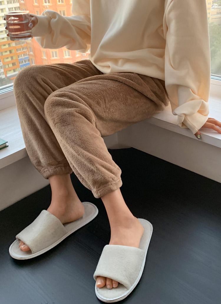ソフト刺繍ジョガーパンツ