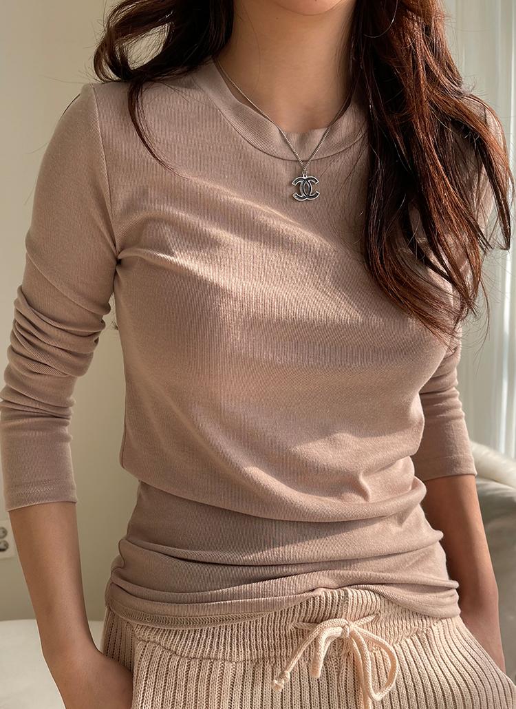 ラウンドネック長袖Tシャツ