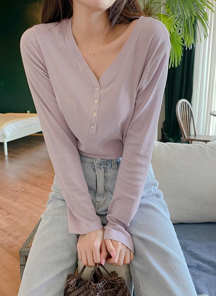 ボタンVネックTシャツ