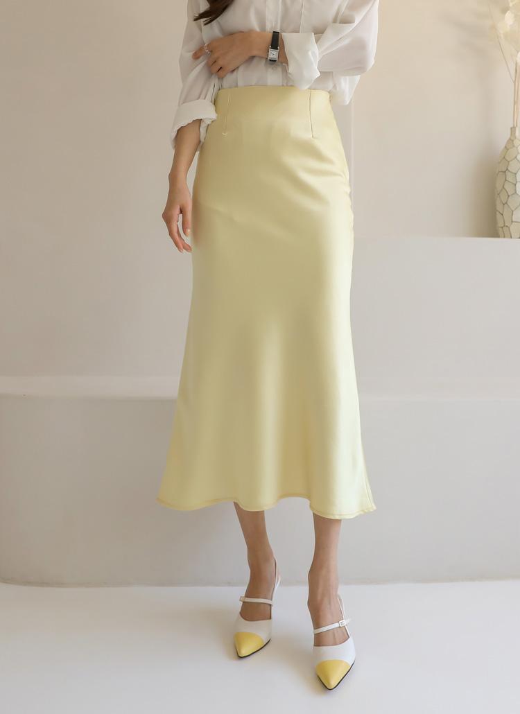 サテン風ロングスカート