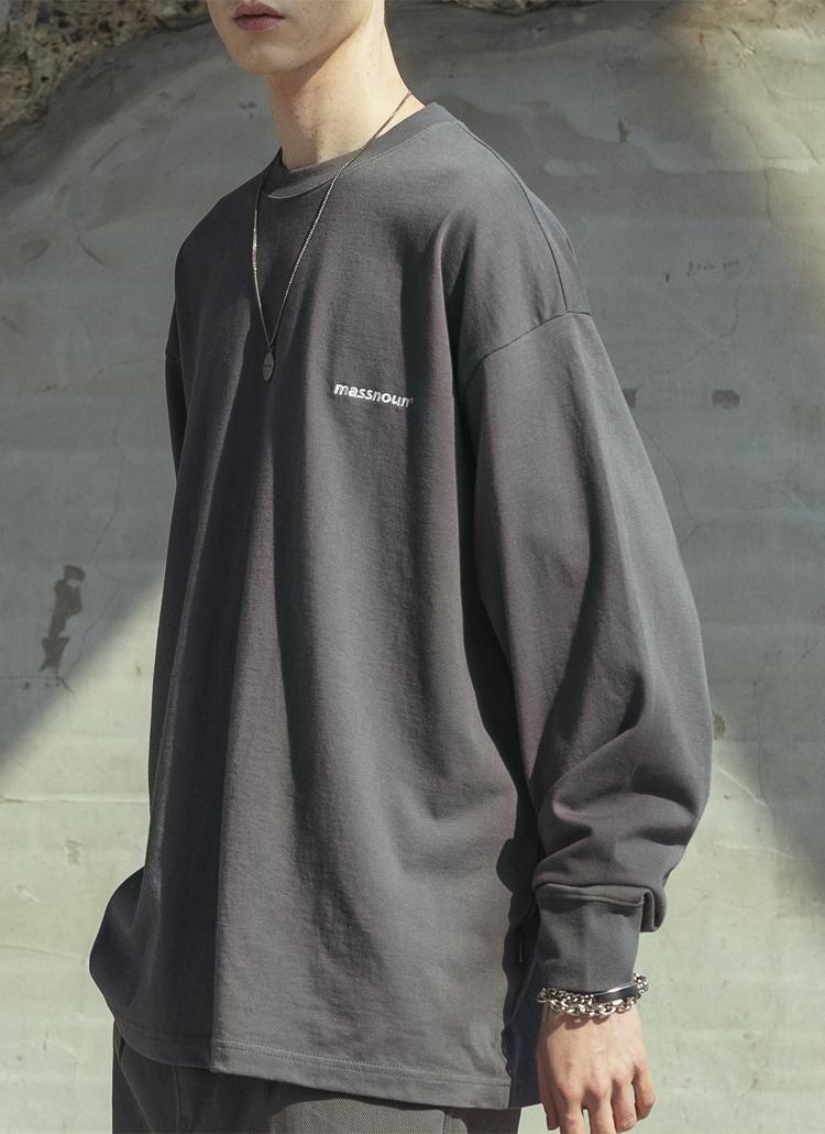 MASSNOUNバックレタリングスウェット(Dark gray)