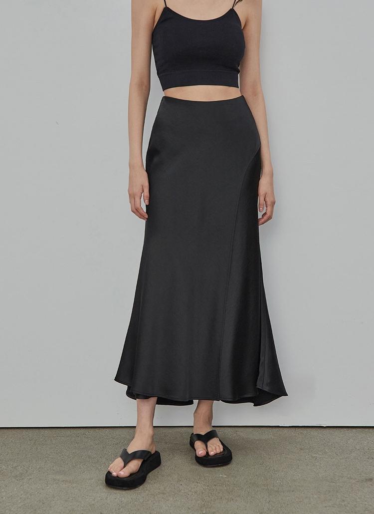 サテンロングスカート(ブラック)