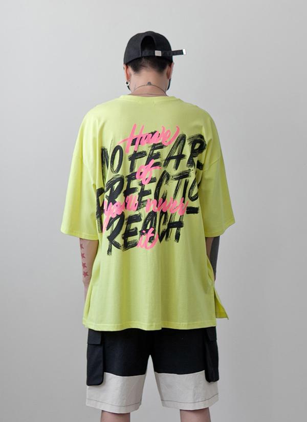 ペイントレタリングプリントTシャツ
