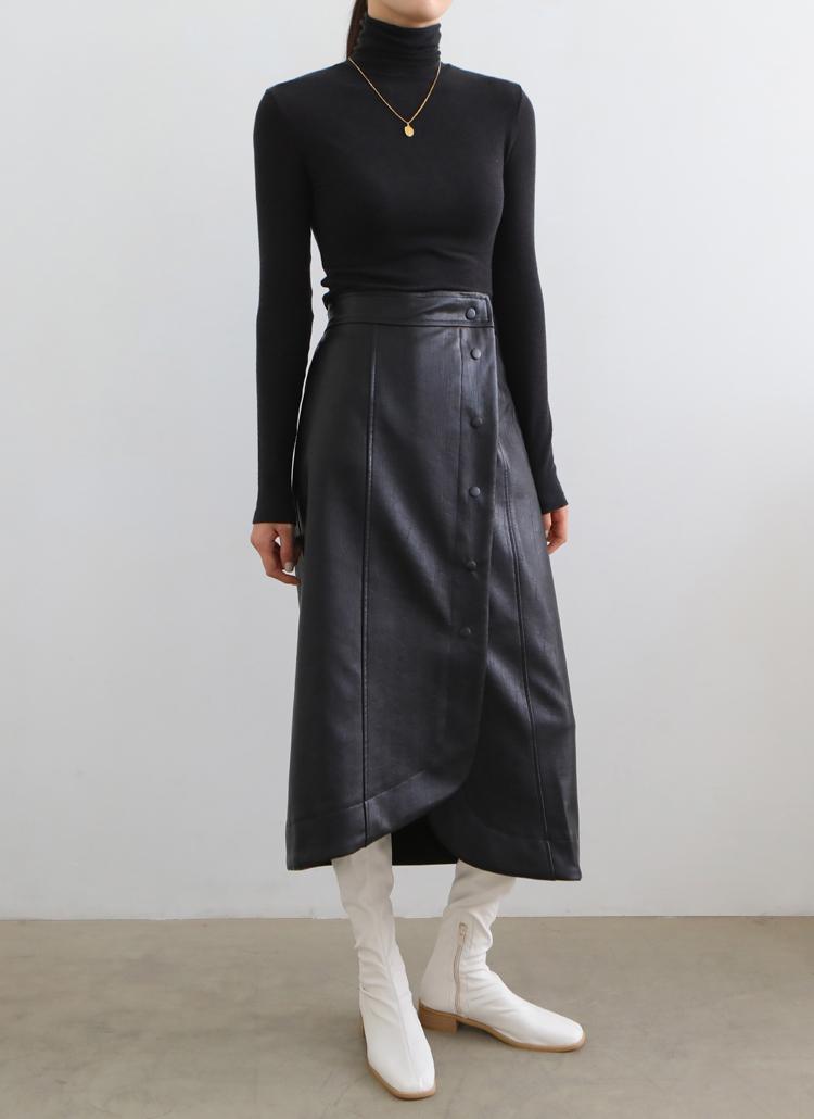 レザーライクスナップボタンスカート
