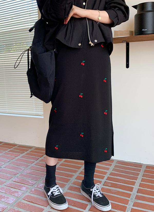 チェリー刺繍ニットスカート