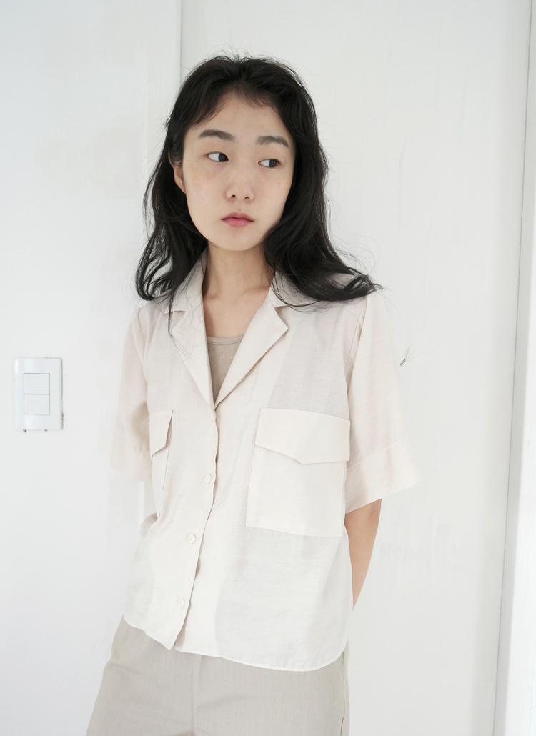 開襟フラップポケットシャツ