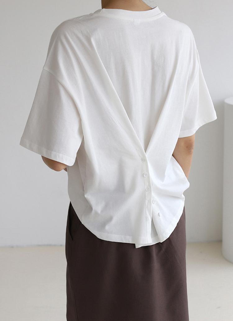 バックボタンTシャツ