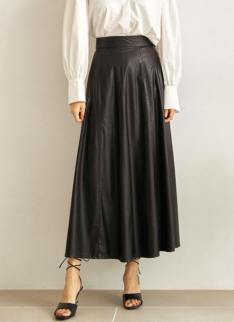 レザーライクロングフレアスカート(ブラック)