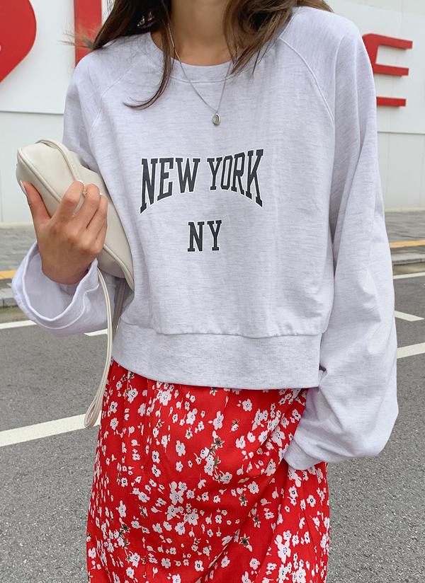 New Yorkクロップドスウェット