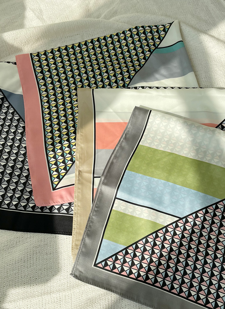 パターンスクエアスカーフ・全4色
