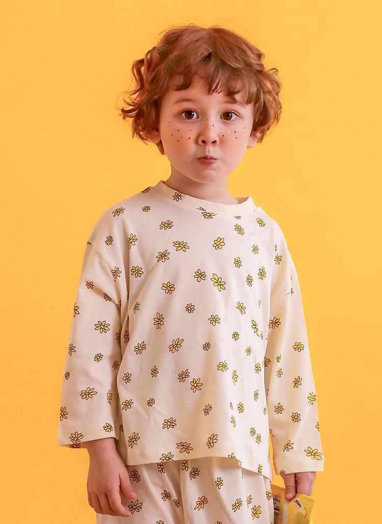 フラワーパターンTシャツ