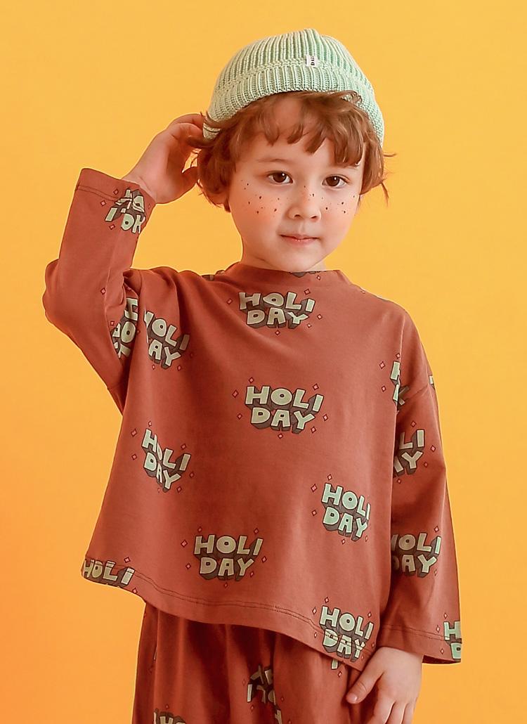 HOLIDAYパターンTシャツ