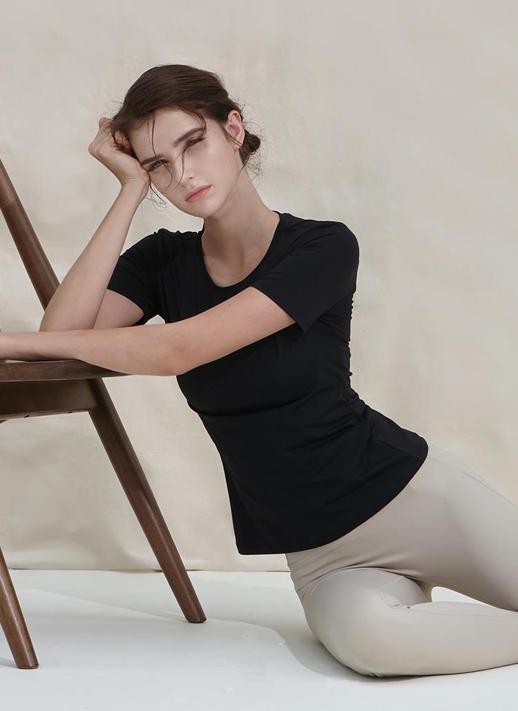 スリムラウンドネックTシャツ(ブラック)