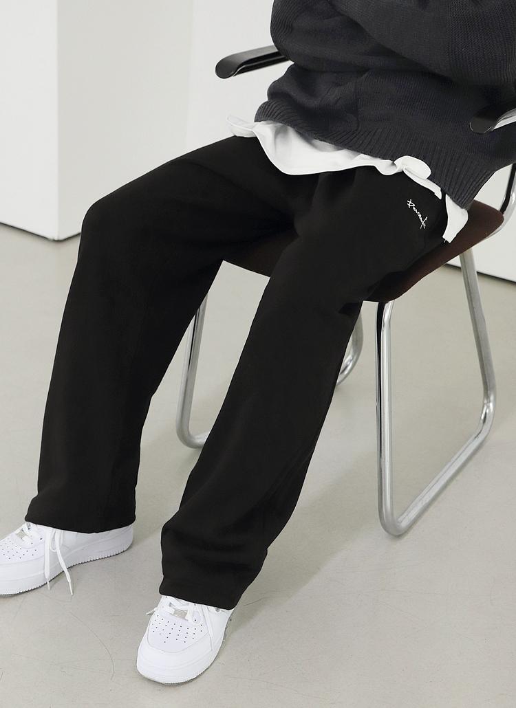 レタリング刺繍ジョガーパンツ